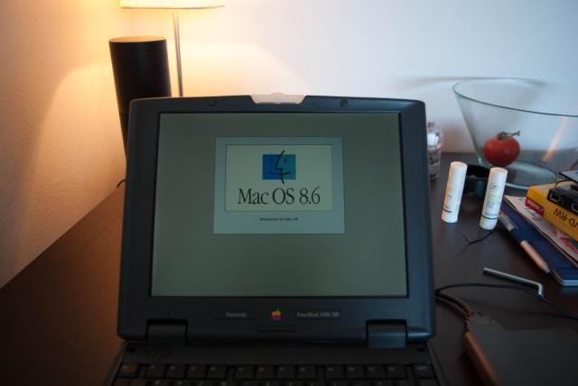 Mac OS 8.6 Boot Screen